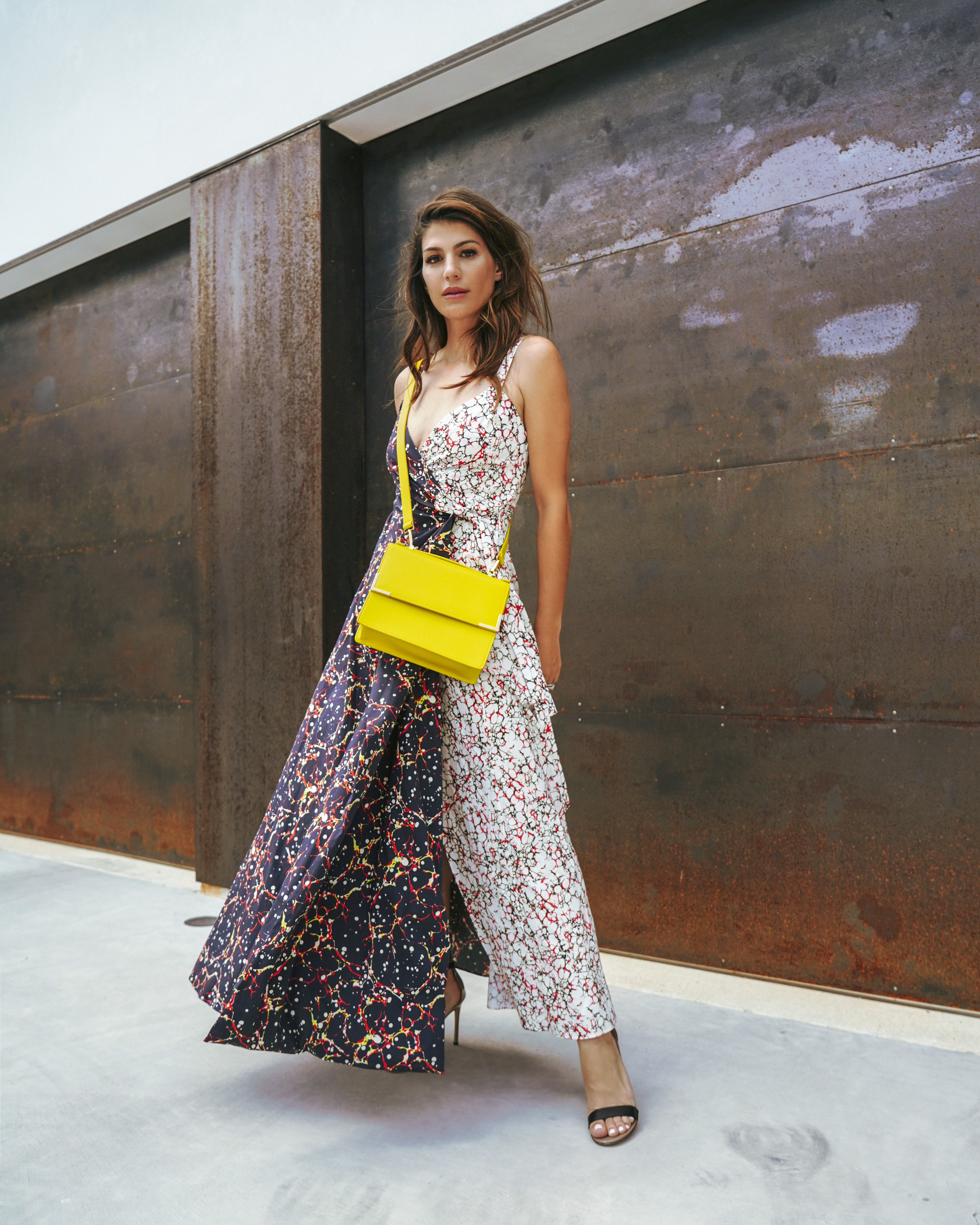 How to bright wear yellow bag catalog photo